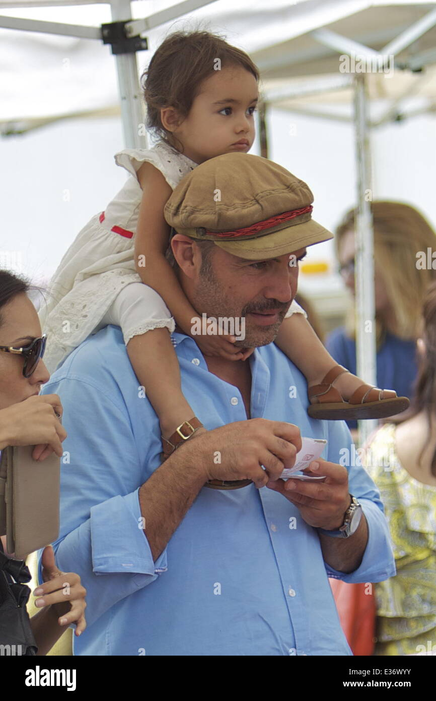 billy zane and daughter ava katherine zane are seen at a farmer s