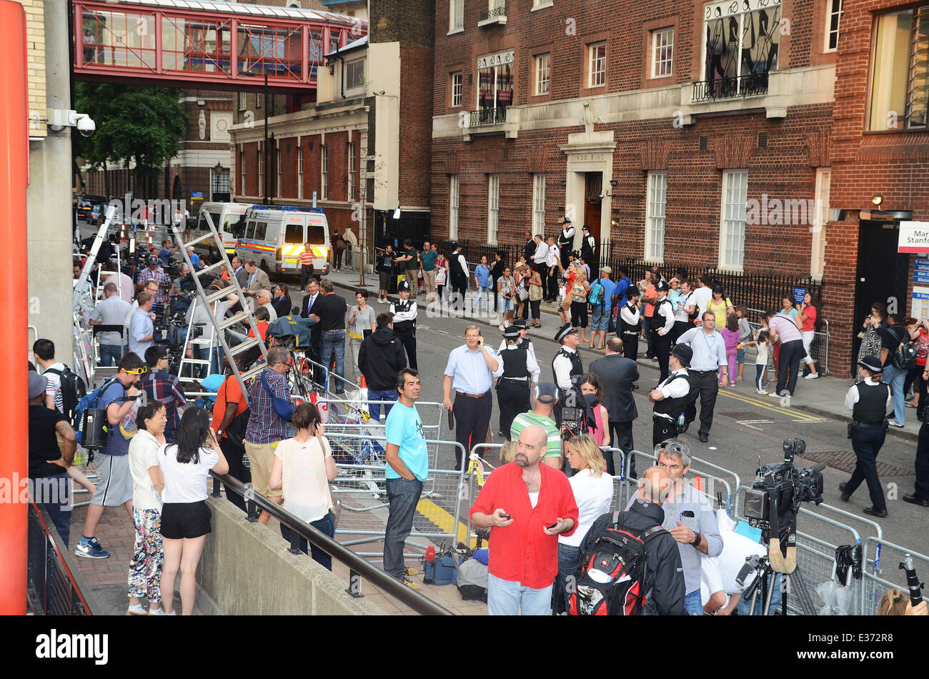 Media organisations and royal fans pack up following the departure of Prince William, Duke of Cambridge and Catherine, - Stock Image