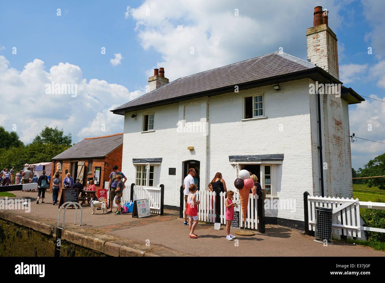 Top lock cottage & stables Foxton Locks Market Harborough Leicestershire UK - Stock Image