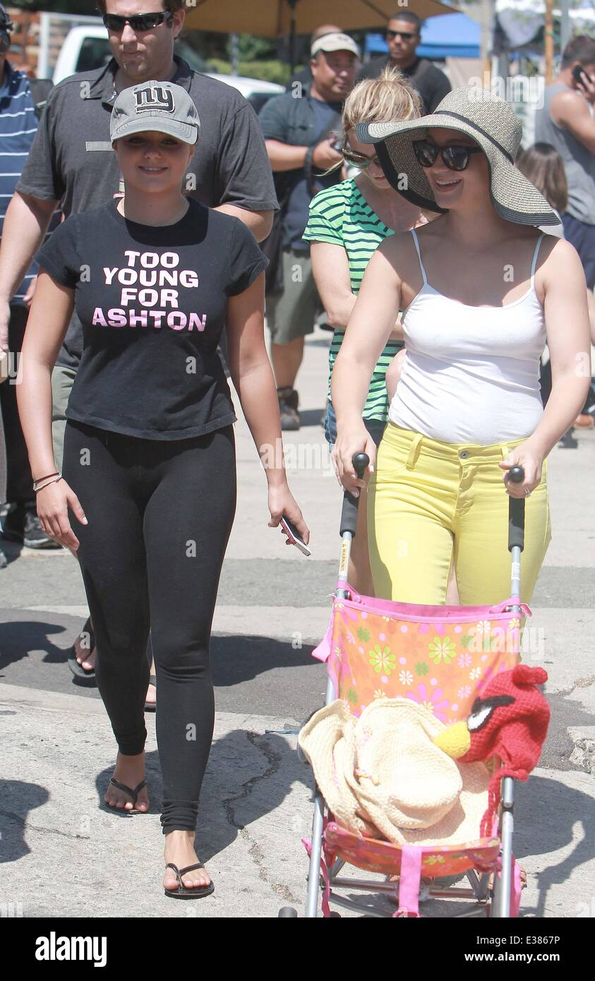 0d59d67e9 Ariel Winter at the Farmers Market with Sister Shanelle Gray and her ...