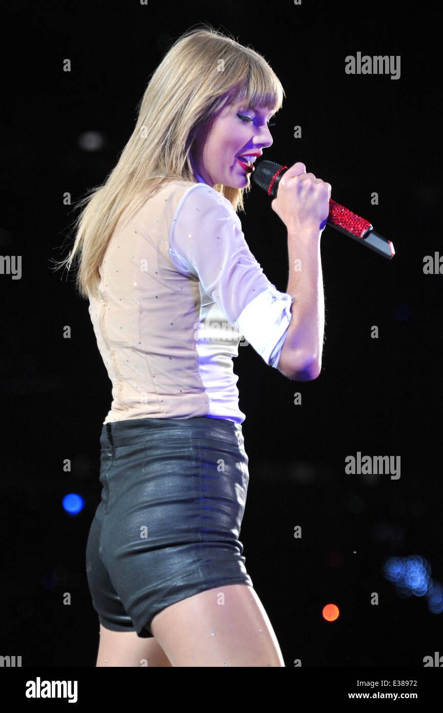Taylor Swift Performs Live In Concert On The Red Tour At Soldier Stock Photo Alamy