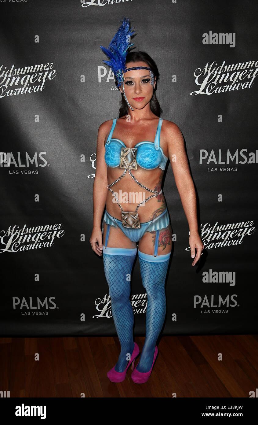Danielle Harris Nude Photos 32