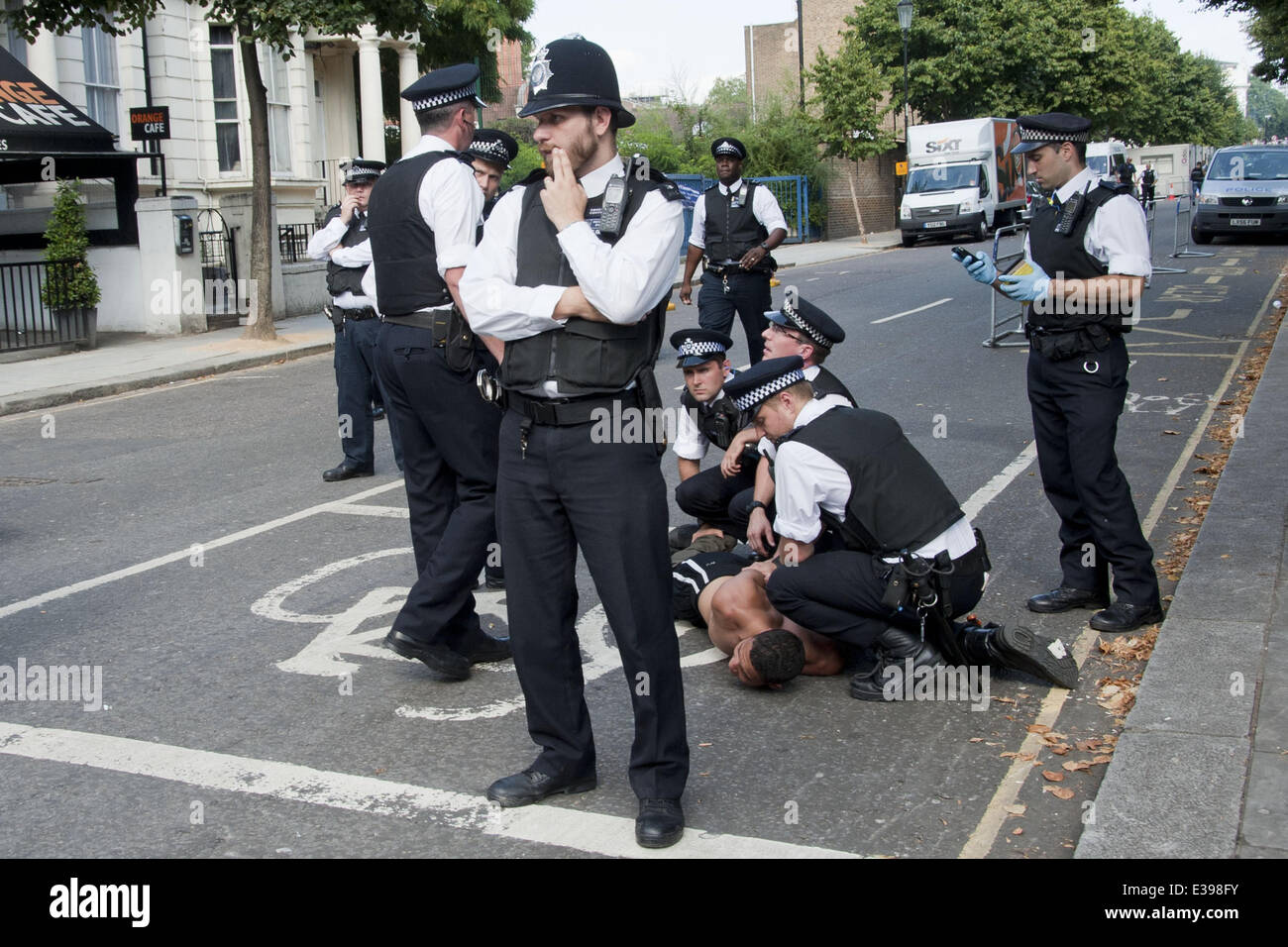 Detaining  >> Notting Hill Carnival 2013 London Uk 26 08 13 Police Officers