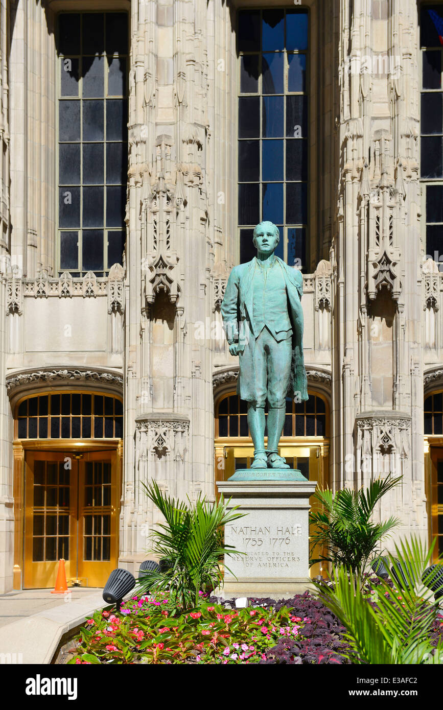 Nathan Hale statue outside at the Chicago Tribune Tower on Michigan Avenue, The Magnificent Mile, Illinois, USA - Stock Image