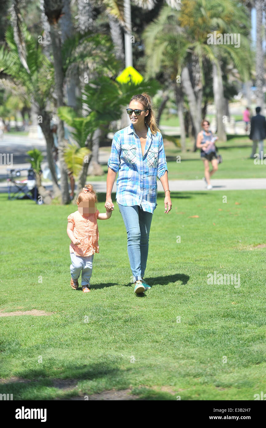 Jessica Alba Takes Her Two Daughters To A Farmers Market In