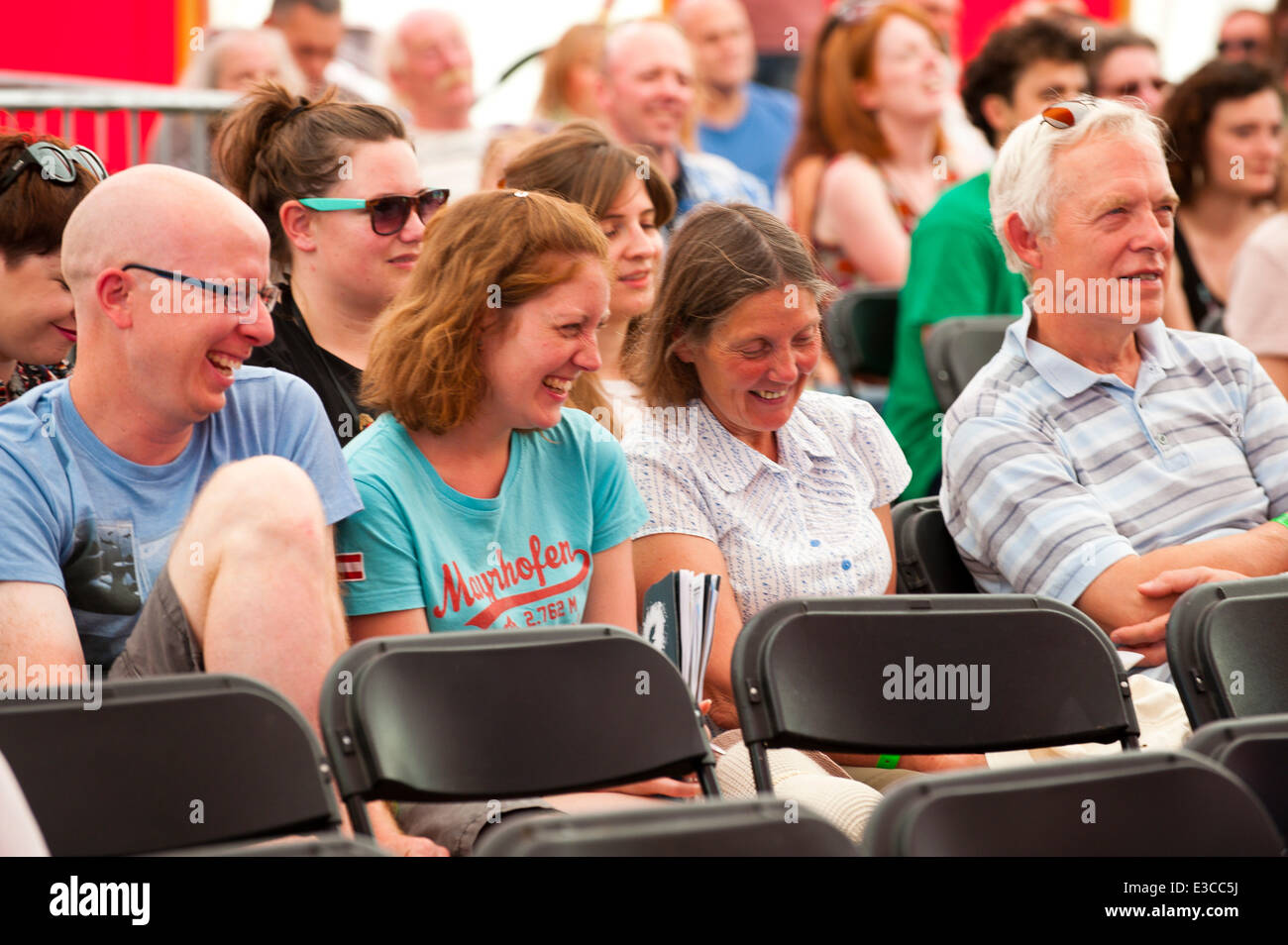 Llandeilo, Carmarthenshire, Wales, UK. 22nd June, 2014. The audience enjoy Mike's humour. Comedian Mike Wozniak - Stock Image