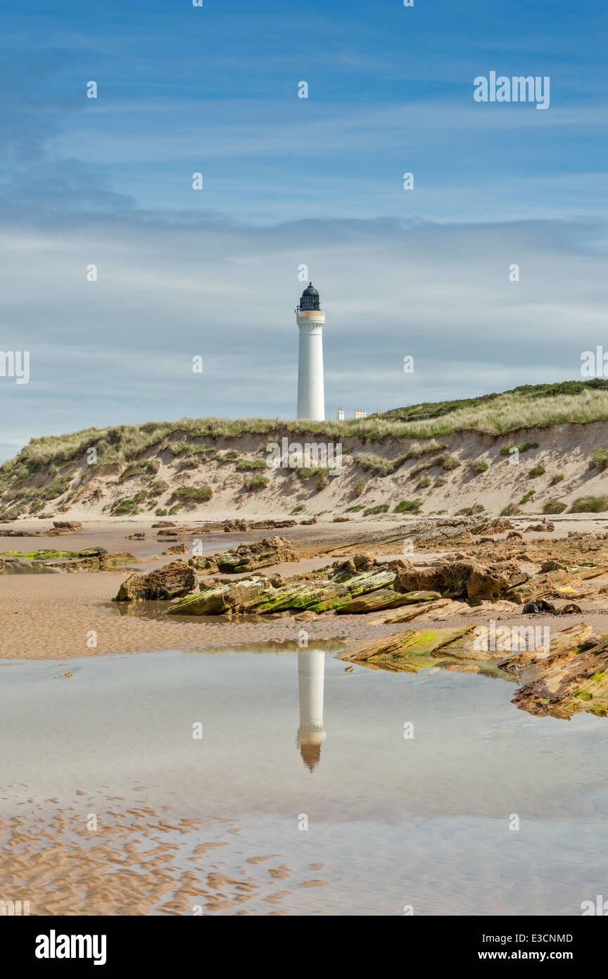 REFLECTIONS IN A SEA POOL COVESEA LIGHTHOUSE LOSSIEMOUTH SCOTLAND - Stock Image