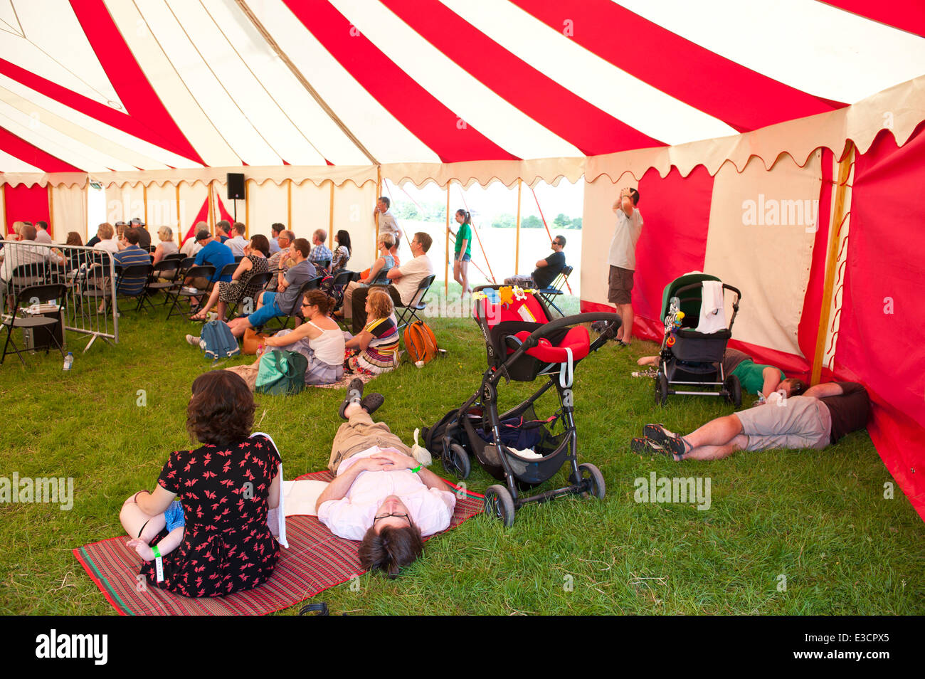 Llandeilo, Carmarthenshire, Wales, UK. 22nd June, 2014. Very hot and sunny for the last day at the Dinefwr Literary - Stock Image