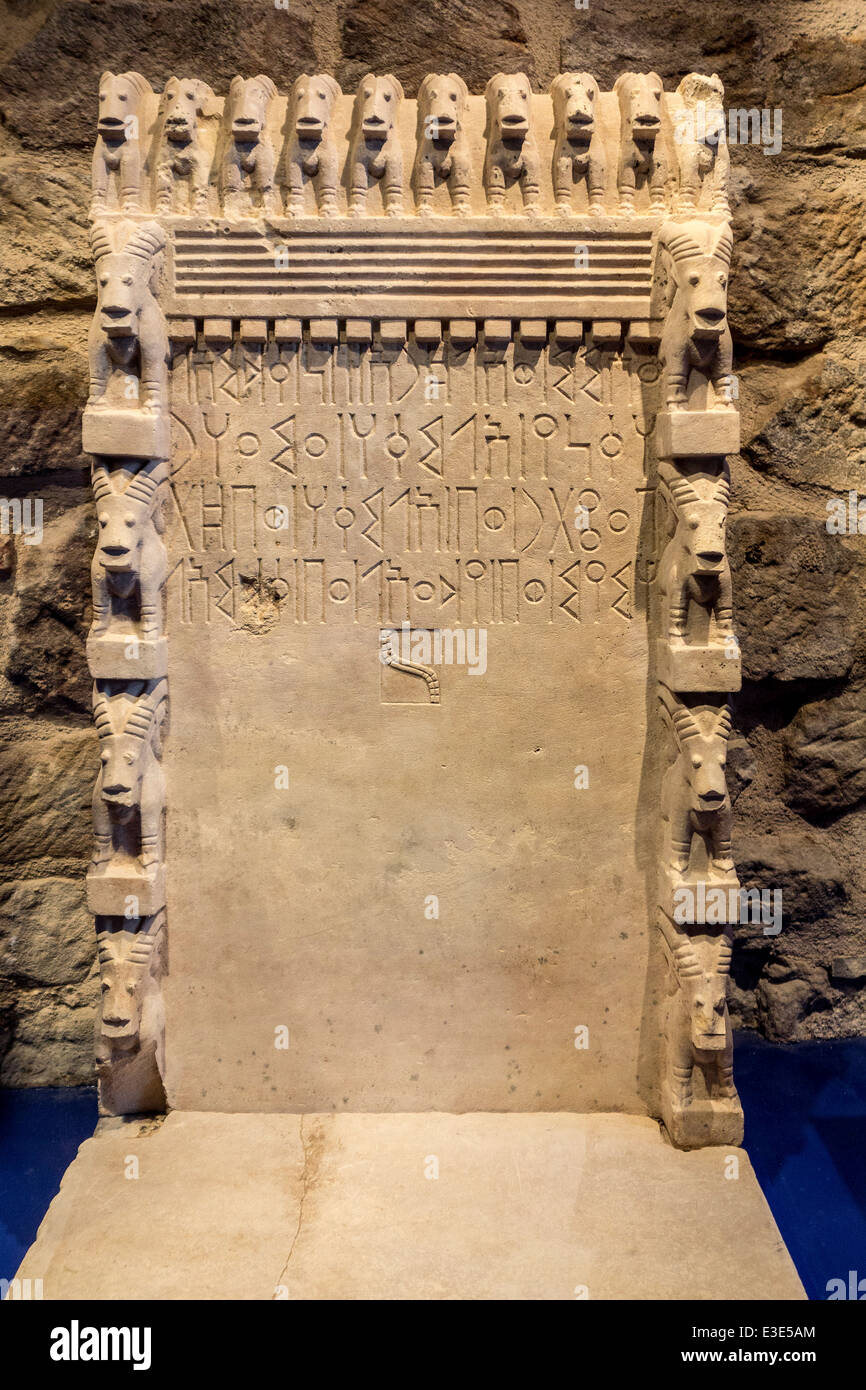 Stele dedicated to Almaqah / Ilmuqah from the Awwam temple near Ma'rib, Yemen showing Sabaean inscriptions Stock Photo