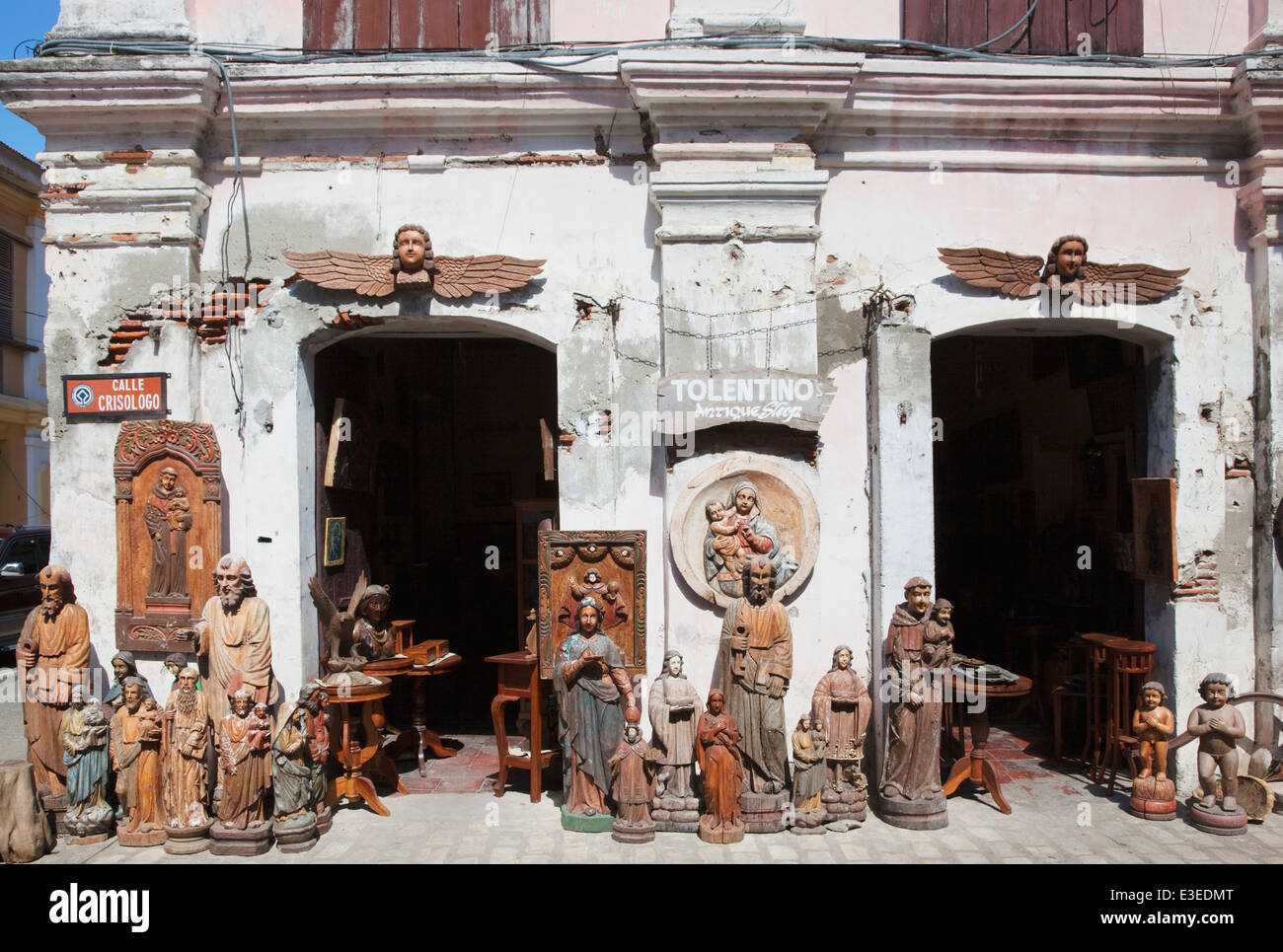 Antiques for sale Calle Crisologo, Vigan, Ilocos Sur, Northern Luzon, Philippines. - Stock Image