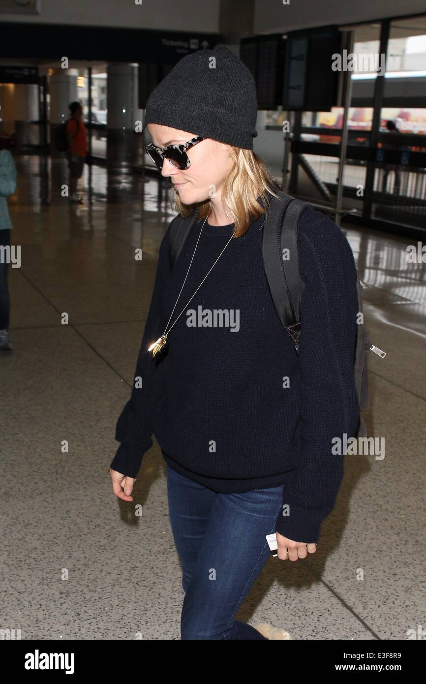b0163d71752f Reese Witherspoon arrives at LAX airport Featuring: Reese Witherspoon  Where: Los Angles, California