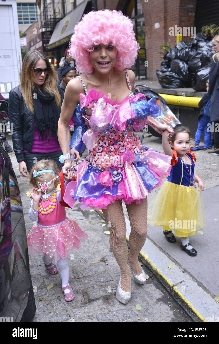 Bethenny Frankel dressed up for Halloween in a pink wig and dress on the school run to pick up her daughter Bryn Featuring Bethanny FrankelBryn Hoppy ...  sc 1 st  Alamy & Bethenny Frankel dressed up for Halloween in a pink wig and dress on ...
