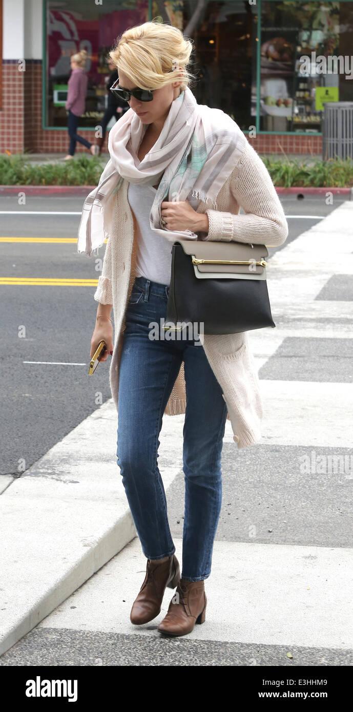 300e7142a3c January Jones wearing jeans