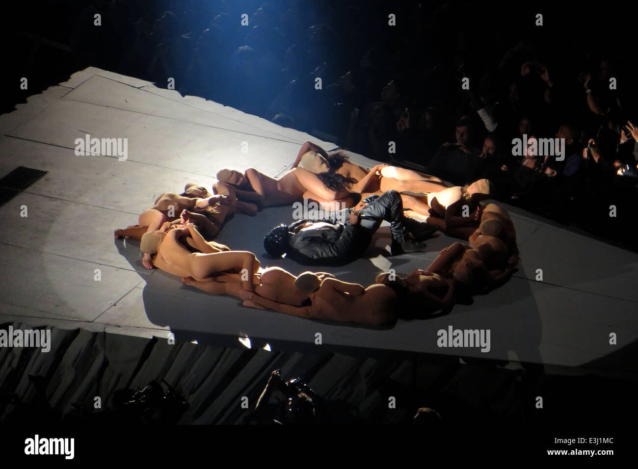 High Quality Kanye West Performs To A Sold Out Crowd At Madison Square Garden As Part Of  His U0027Yeezusu0027 Tour. The Eccentric Rapper Performed The Entire Concert  Wearing A ... Good Looking