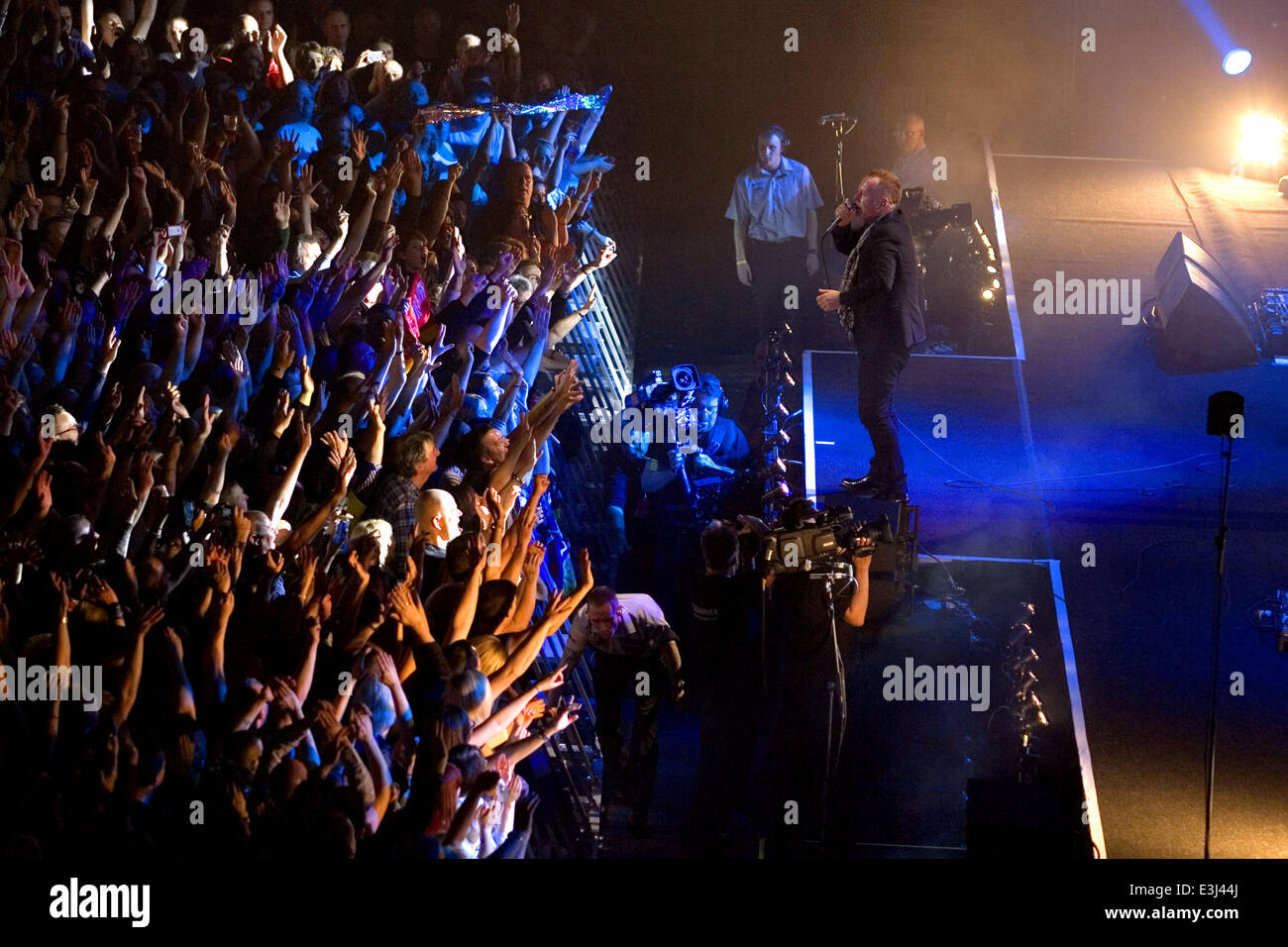 Simple Minds performing in concert at the Hydro at the SECC  Featuring: Jim Kerr Where: Glasgow, United Kingdom - Stock Image