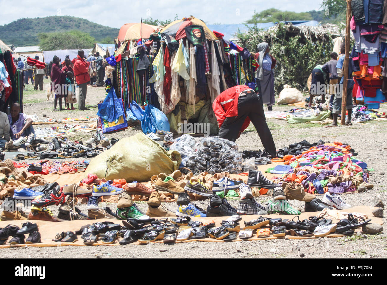 Africa, Tanzania, Frontier Market. The goods are placed on a blanket on the ground - Stock Image