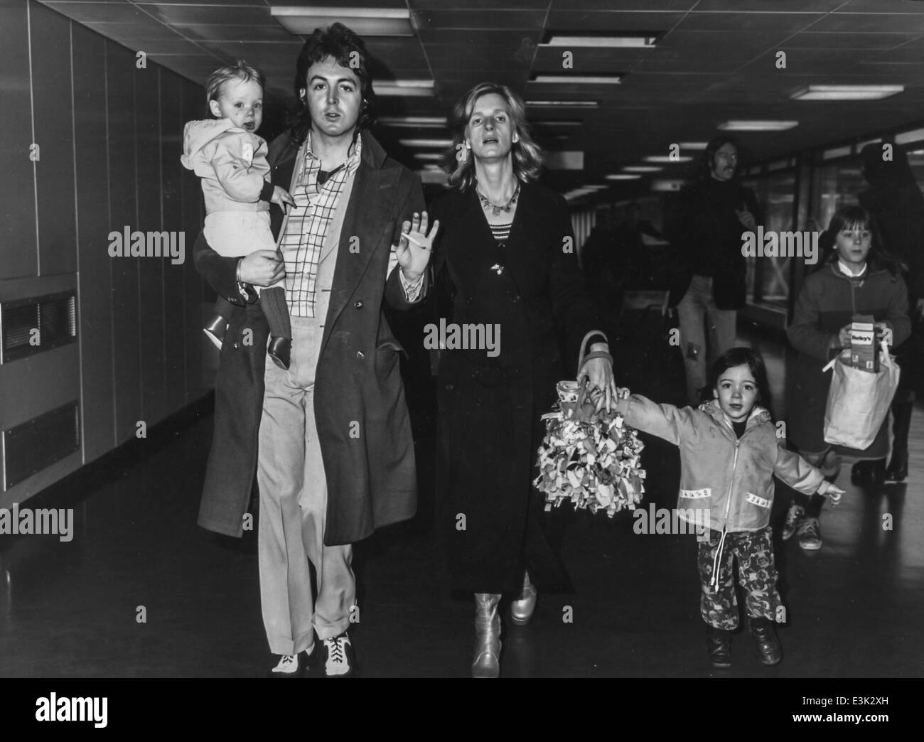 Paul Mccartney And Familylondon Airport1972