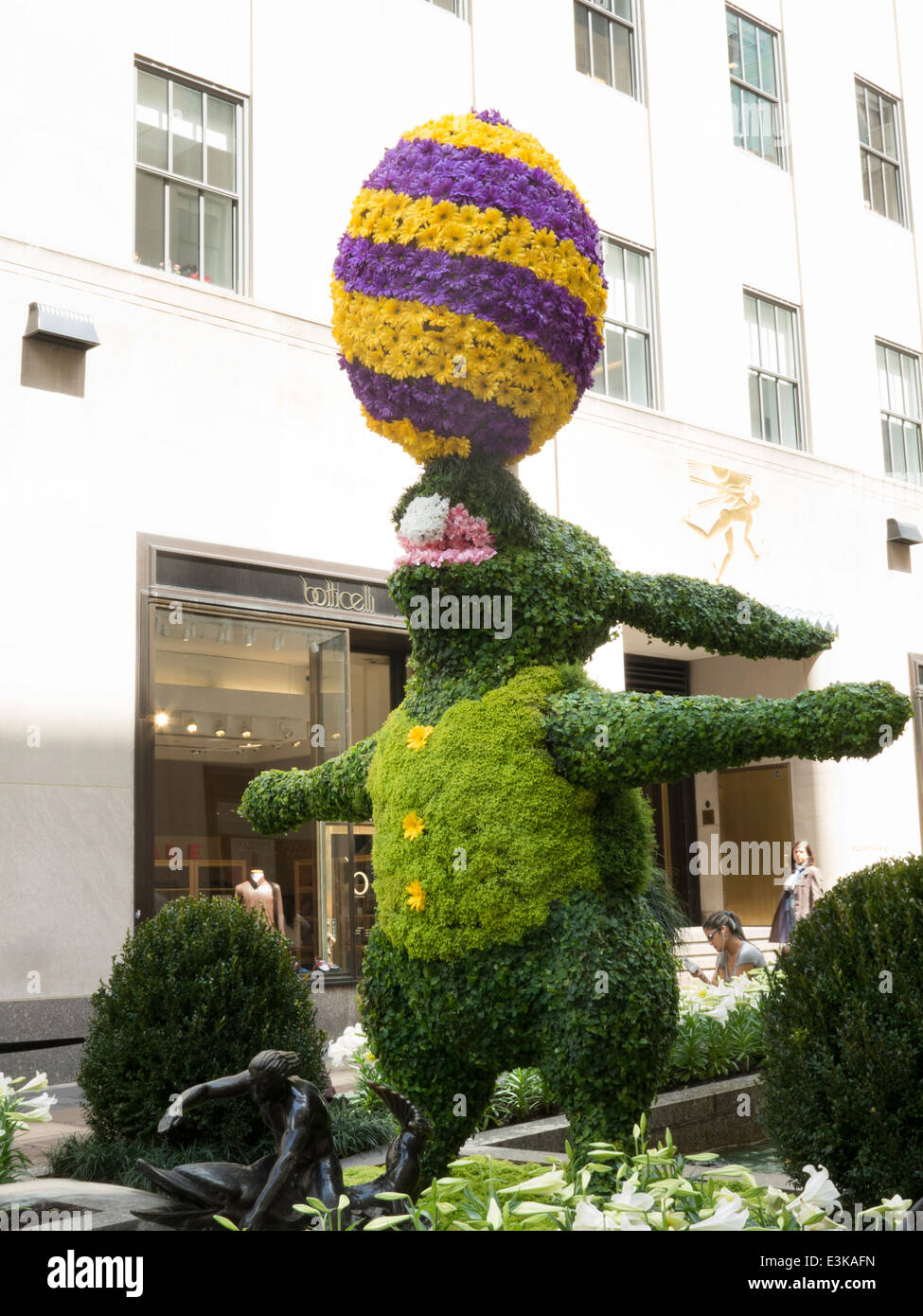 Easter Holiday Decorations, Rockefeller Center Channel Gardens,NYC ...