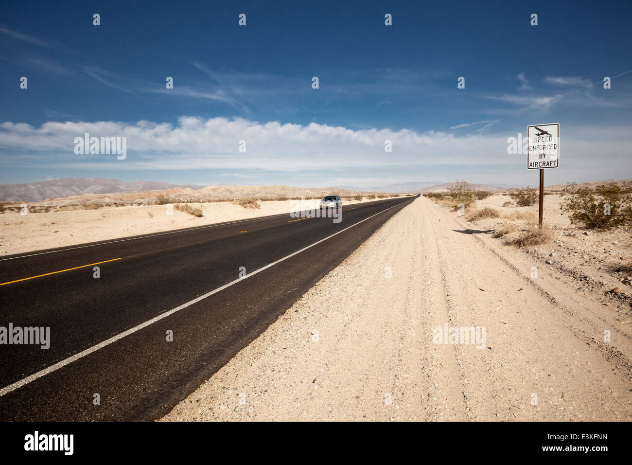 Desert road vanishing point - Stock Image