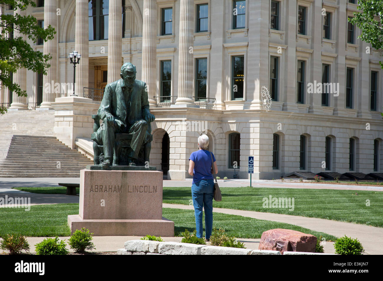Topeka, Kansas - A statue of Abraham Lincoln on the grounds of the Kansas state capitol. Stock Photo