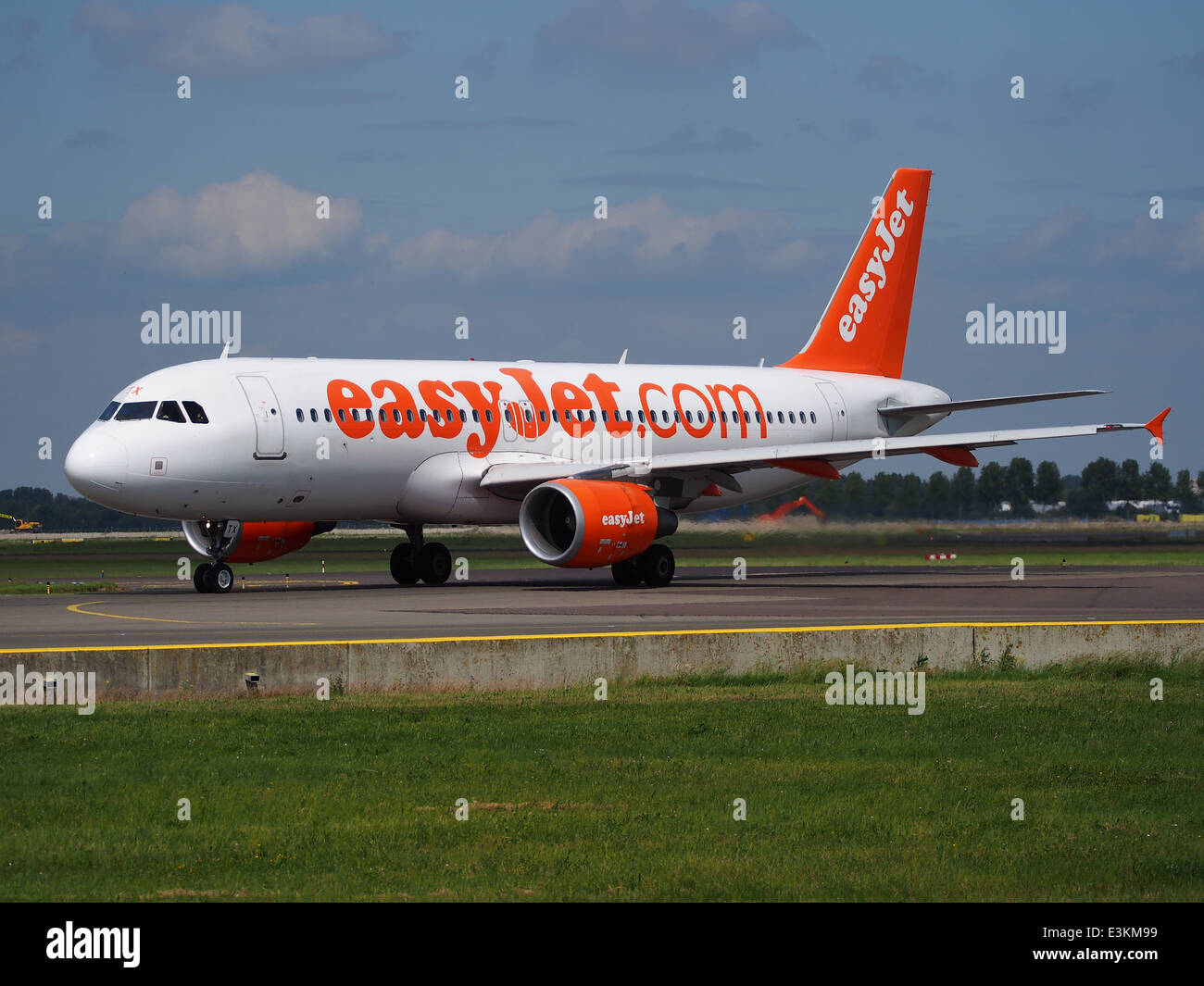 G-EZTX easyJet Airbus A320-214 taxiing at Schiphol (AMS - EHAM), The Netherlands, 18may2014, pic-6 Stock Photo
