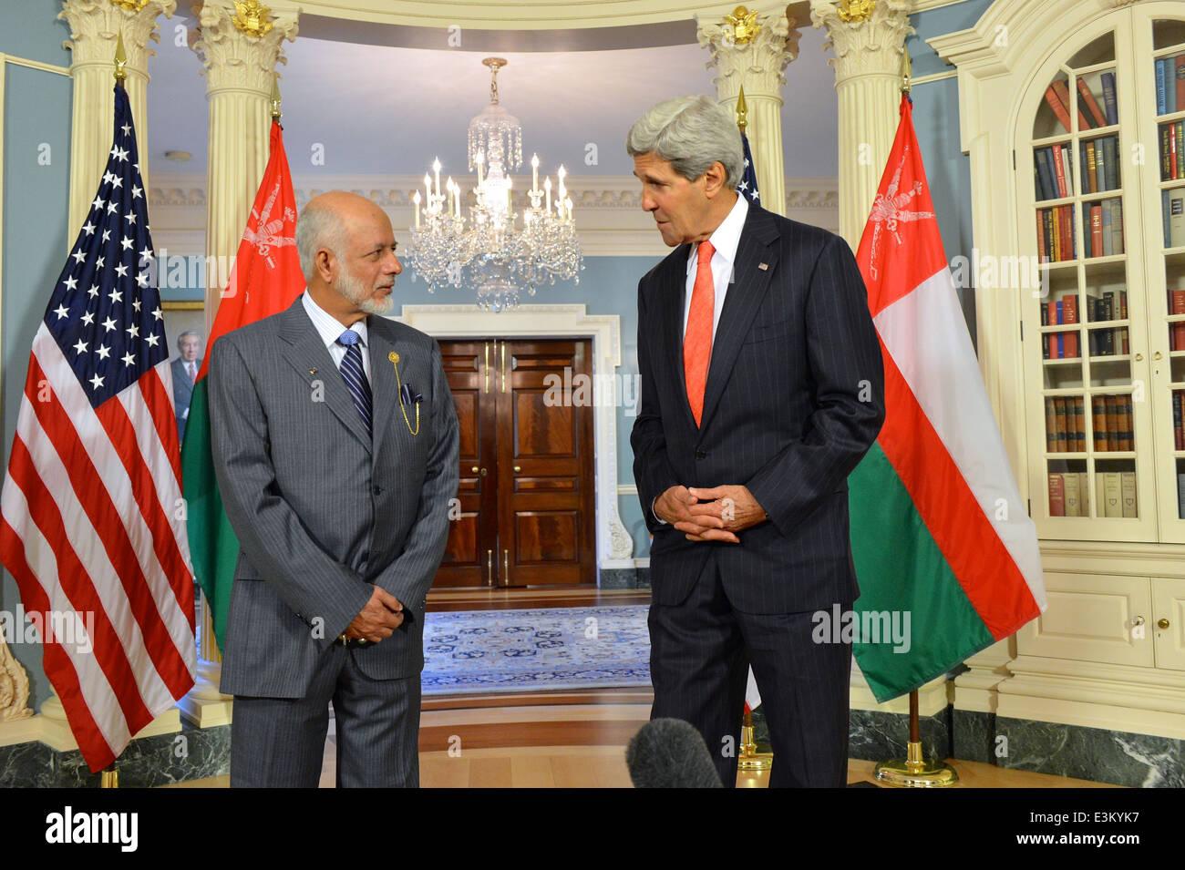 Secretary Kerry and Omani Foreign Minister Yusuf bin Alawi bin Abdullah Address Reporters - Stock Image