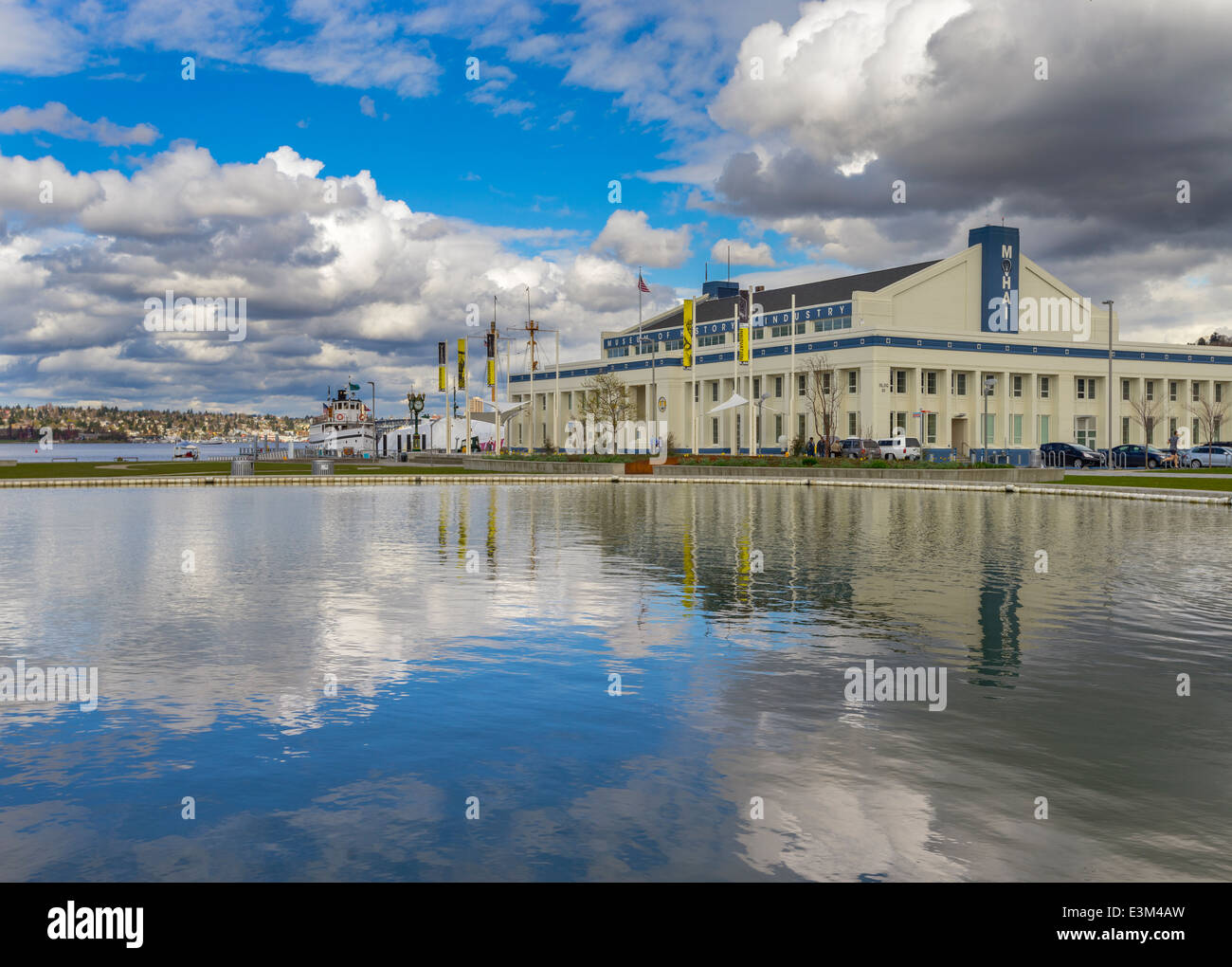 Seattle Washington: Museum of History and Industry and pond reflections at Lake Union Park - Stock Image