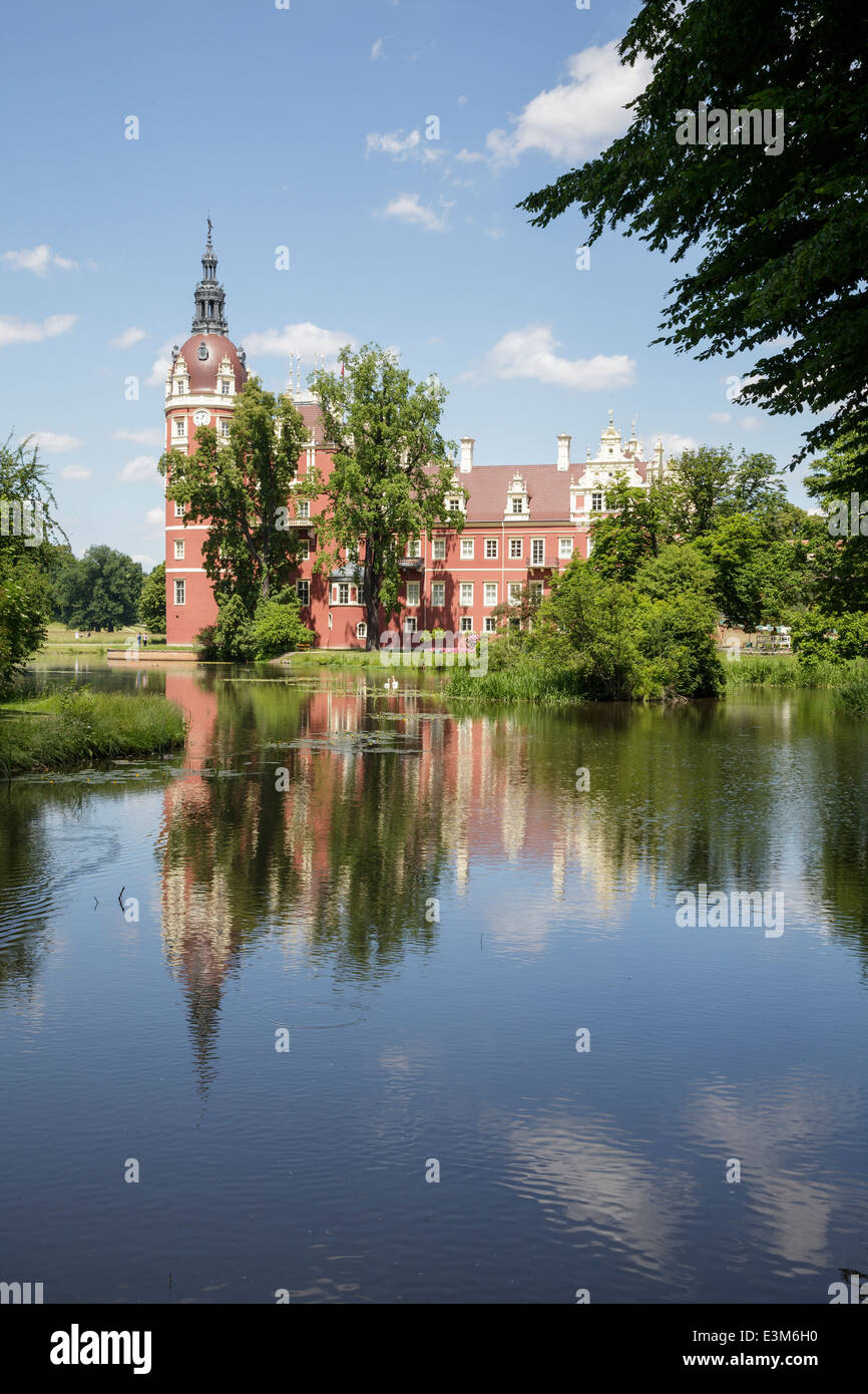 neuen schloss bad muskau in muskauer park fuerst pueckler park stock photo 71129660 alamy. Black Bedroom Furniture Sets. Home Design Ideas