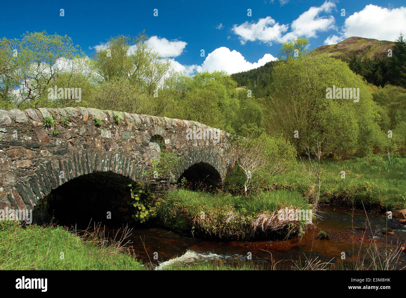 The historic 18th century double-arched bridge spanning the Leacann Water near Furnace, Argyll & Bute - Stock Image