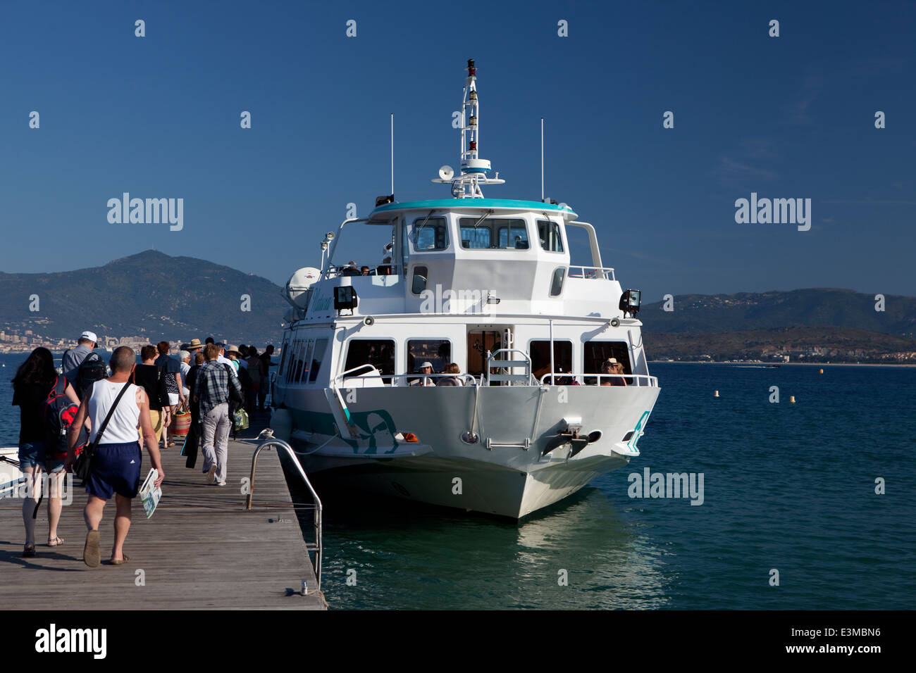 The M/S Natura picking-up passengers at Porticcio for Scandola tour - Stock Image