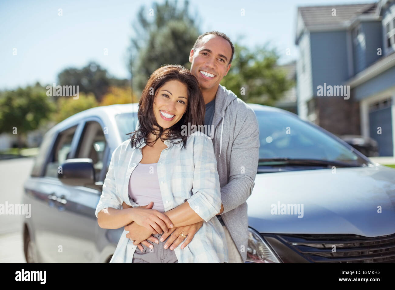 Portrait of smiling couple in driveway - Stock Image