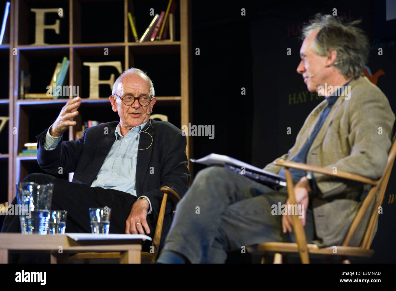Henry Marsh neurosurgeon talking to Ian McEwan at Hay Festival 2014. Stock Photo