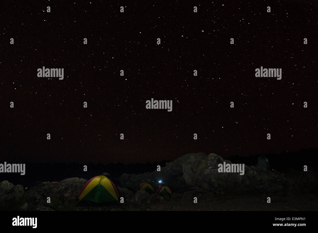 A clear night sky over the campsite on Kilimanjaro - Stock Image