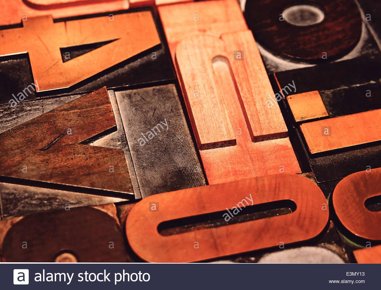 Ein Sortiment an Holzlettern für den Druck(An assortment of wooden letters for printing) - Stock Image