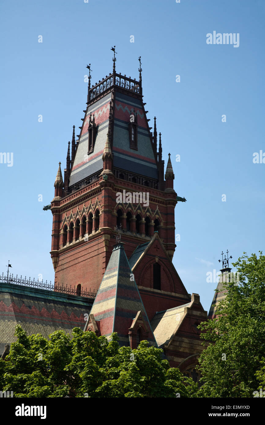 MEMORIAL HALL, completed in 1874, and was built in the High Victorian Gothic style HARVARD UNIVERSITY - CAMBRIDGE, - Stock Image