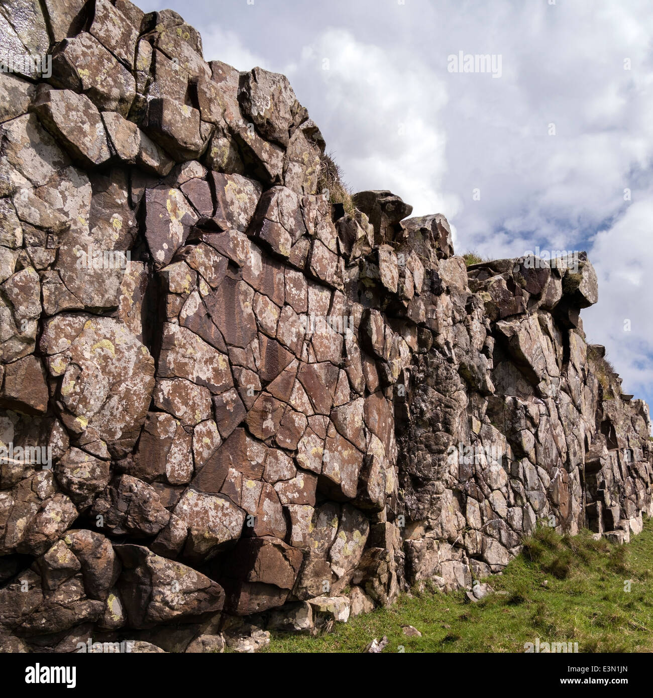 Exposed eroded rock wall dyke of igneous Palaeogene basalt intrusion, Rubha an Dunain, Isle of Skye, Scotland, UK - Stock Image