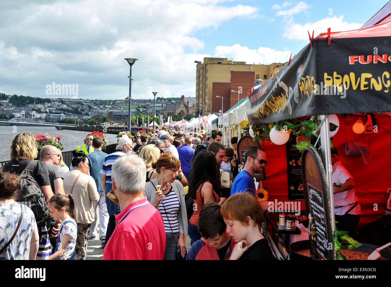 Crowds of people visit the outdoor markets on Queens Quay, Derry, Londonderry, Northern Ireland, during the Maritime - Stock Image