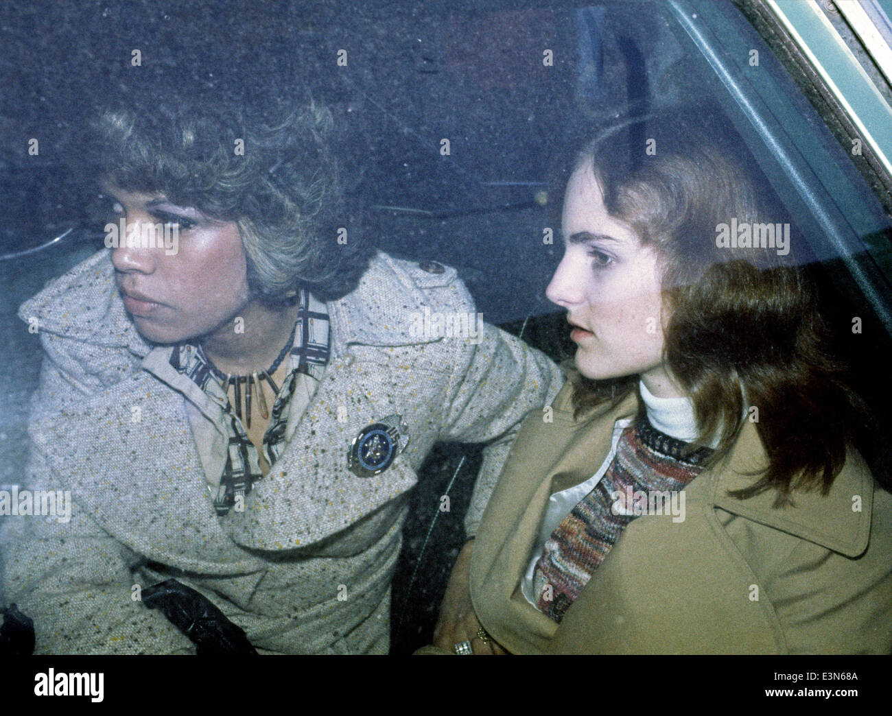 Patty Hearst (right) & US Marshal Janey Jimenez during trial. 1976, San Francisco - Stock Image
