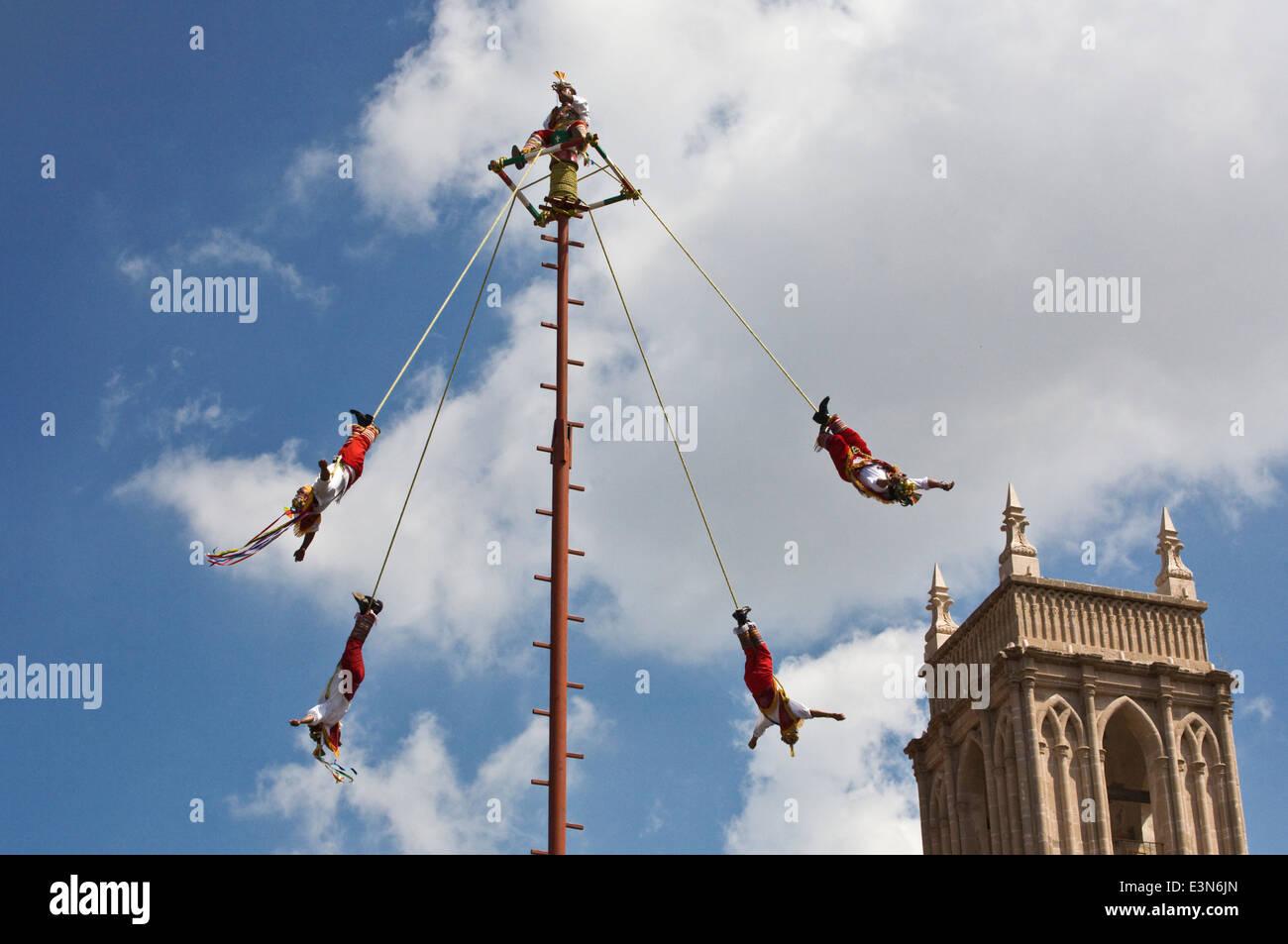 The EL TAJIN SKY DANCERS from VERACRUZ perform during the INDEPENDENCE DAY FESTIVITIES - SAN MIGUEL DE ALLENDE, - Stock Image