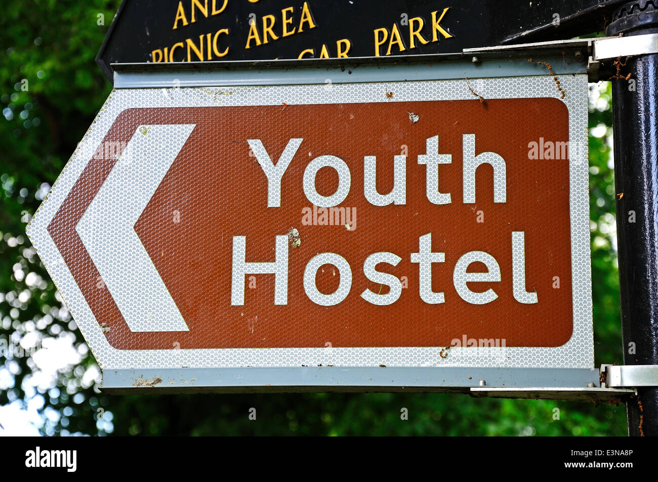 Youth hostel sign on a brown and white background, Leominster, England, UK. Stock Photo