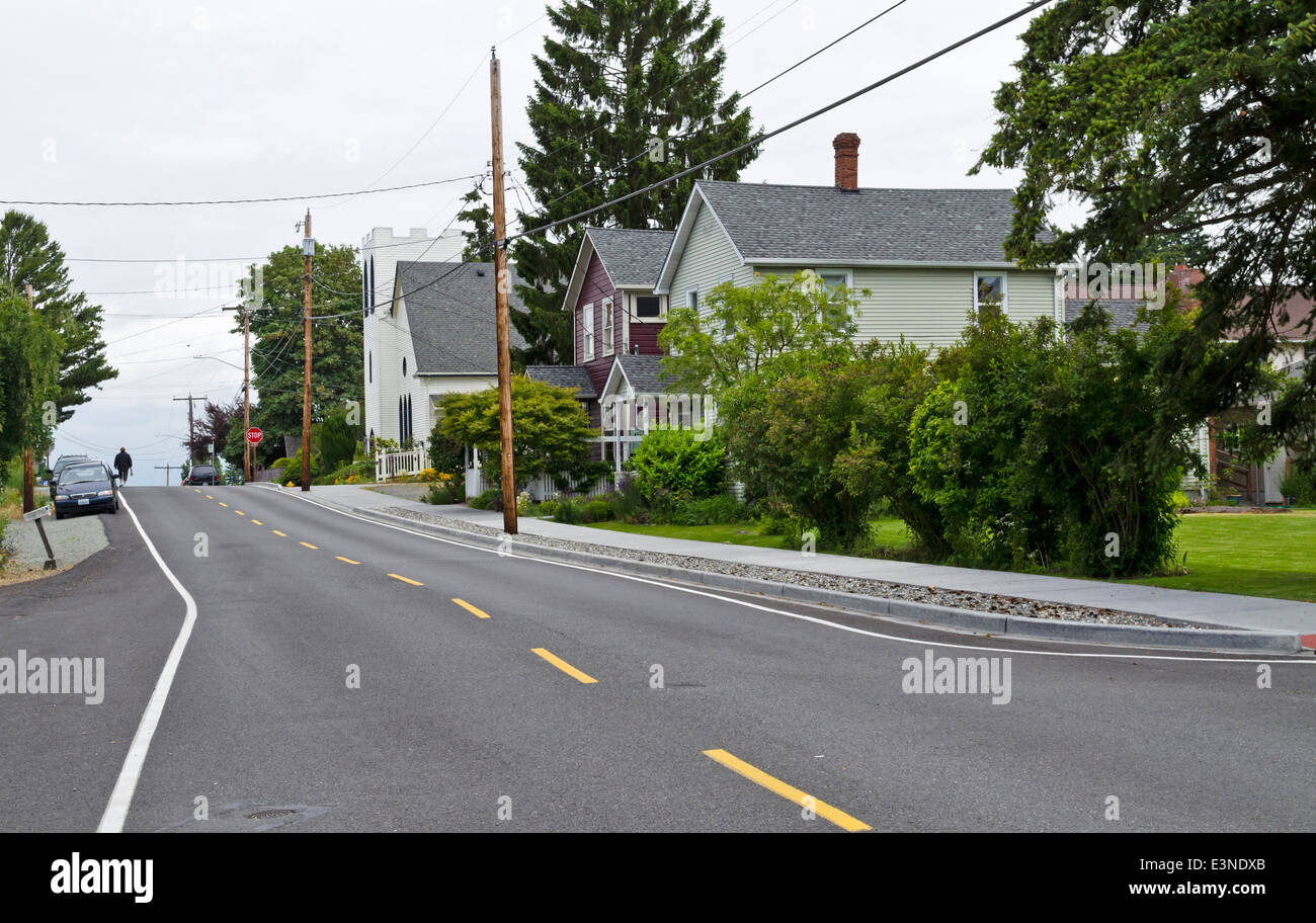 Country road or street in the town of La Conner, Washington, U.S.A.  Church and houses. An American small town. - Stock Image