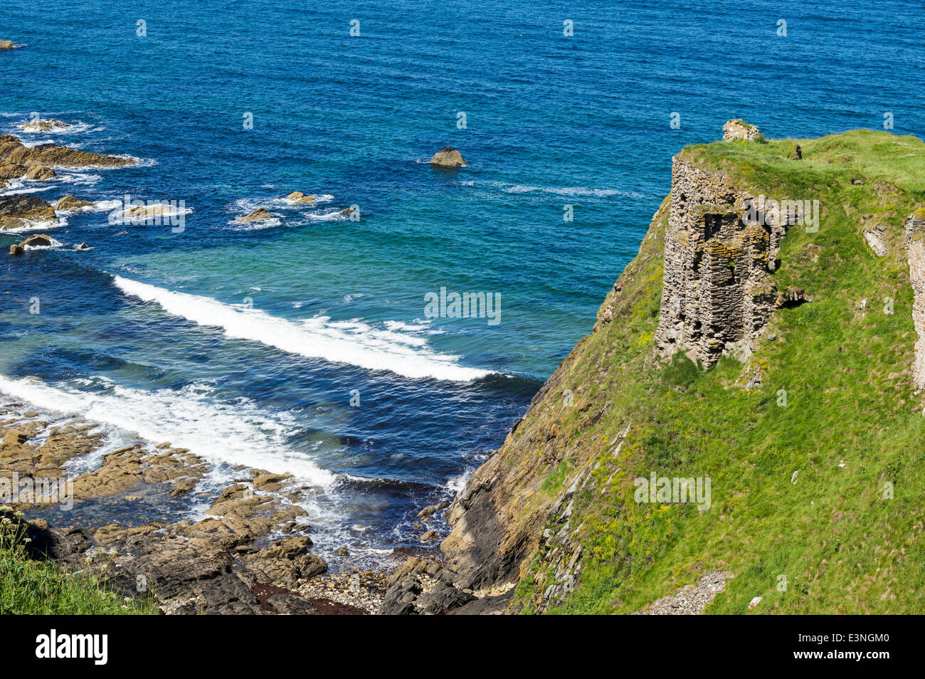 STONE WALL REMAINS  PART OF FINDLATER CASTLE PORTSOY ABERDEENSHIRE COAST SCOTLAND - Stock Image