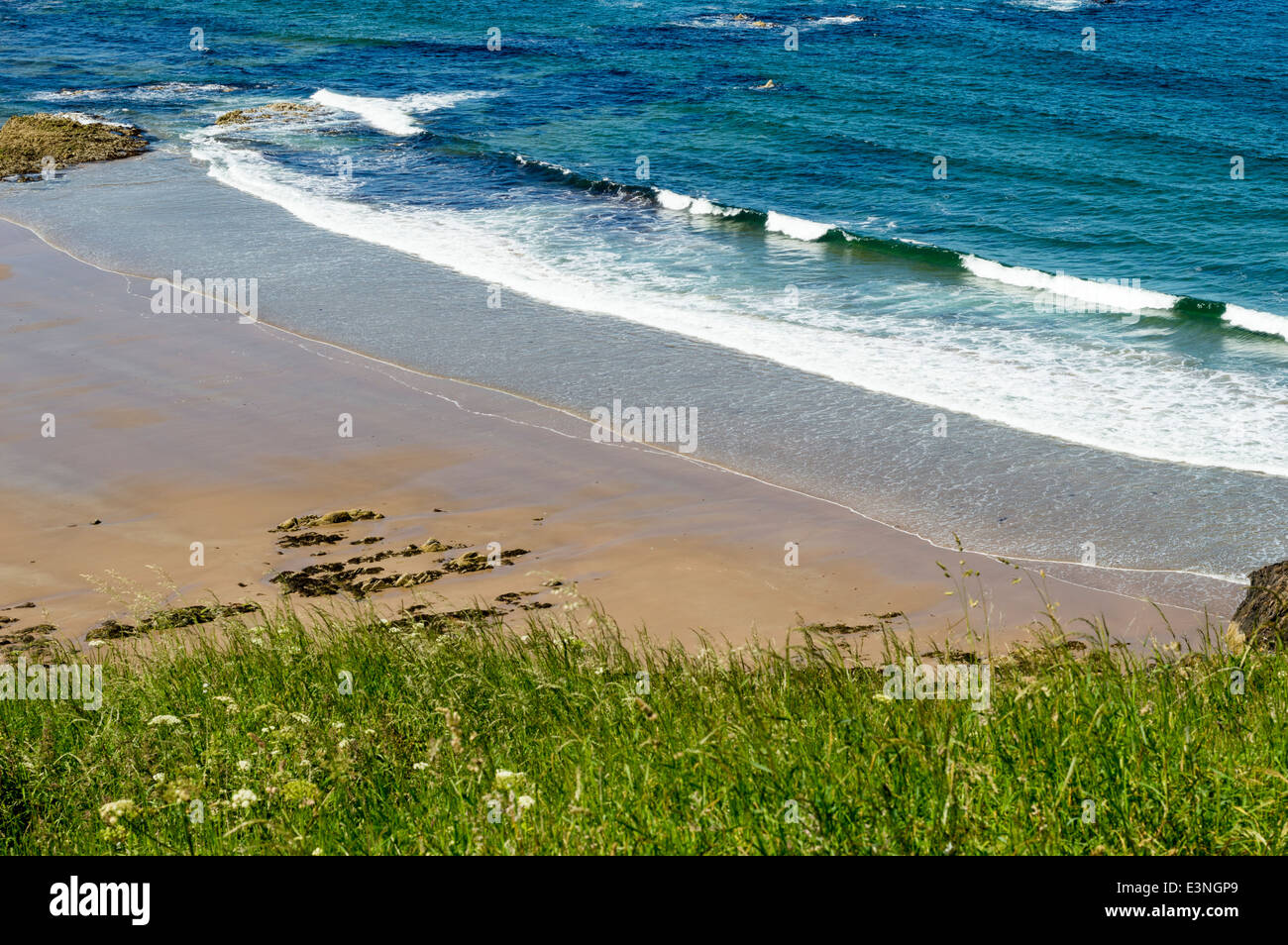 SUNNYSIDE BAY NEAR CULLEN ABERDEENSHIRE COAST SCOTLAND ON AN EARLY SUMMERS DAY - Stock Image