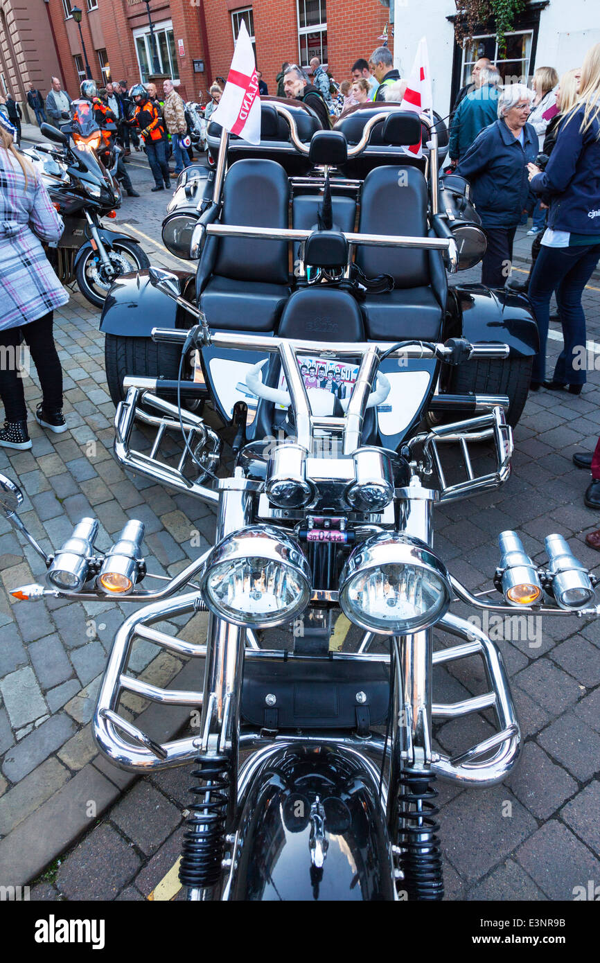 trike motorbike motorcycle bike huge three seater three wheeler twin headlights - Stock Image