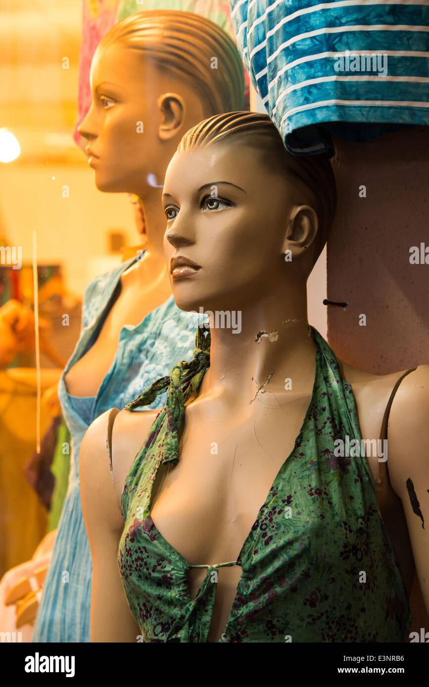 Female mannikin in shop window - Stock Image