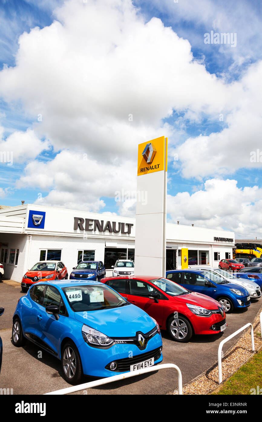 Renault car garage exterior sign selling sellers new used motors vehicles  forecourt - Stock Image