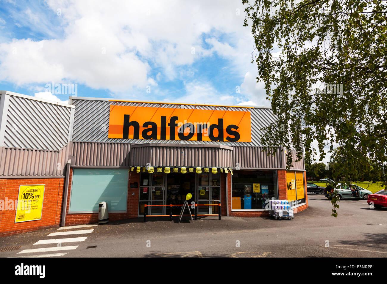 Halfords car supplies store shop front entrance building sign exterior - Stock Image