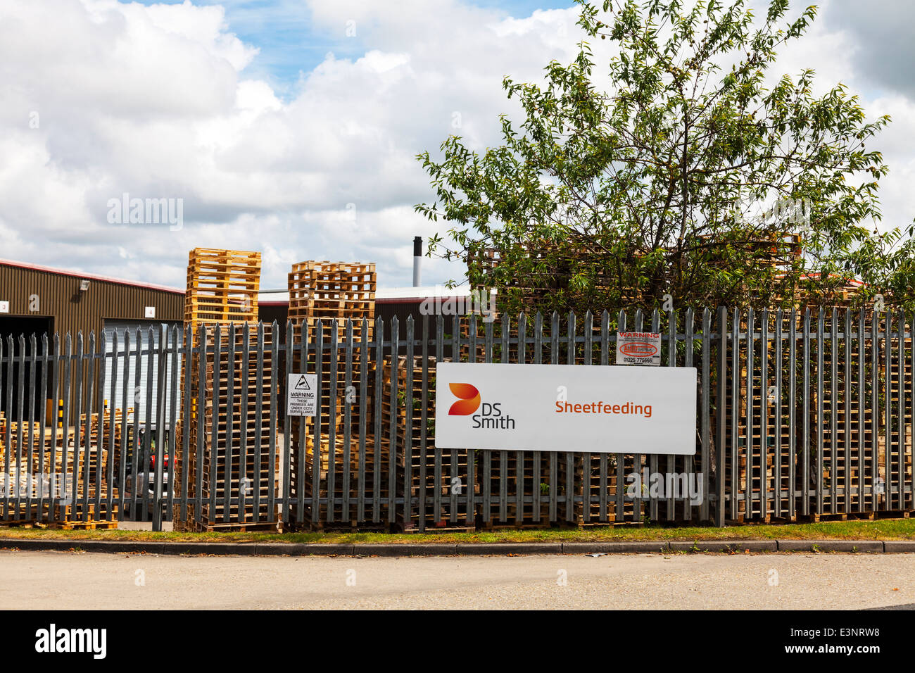 D S Smith sheetfeeding cardboard processors sheet feeding factory Louth Lincolnshire UK abbey converters - Stock Image
