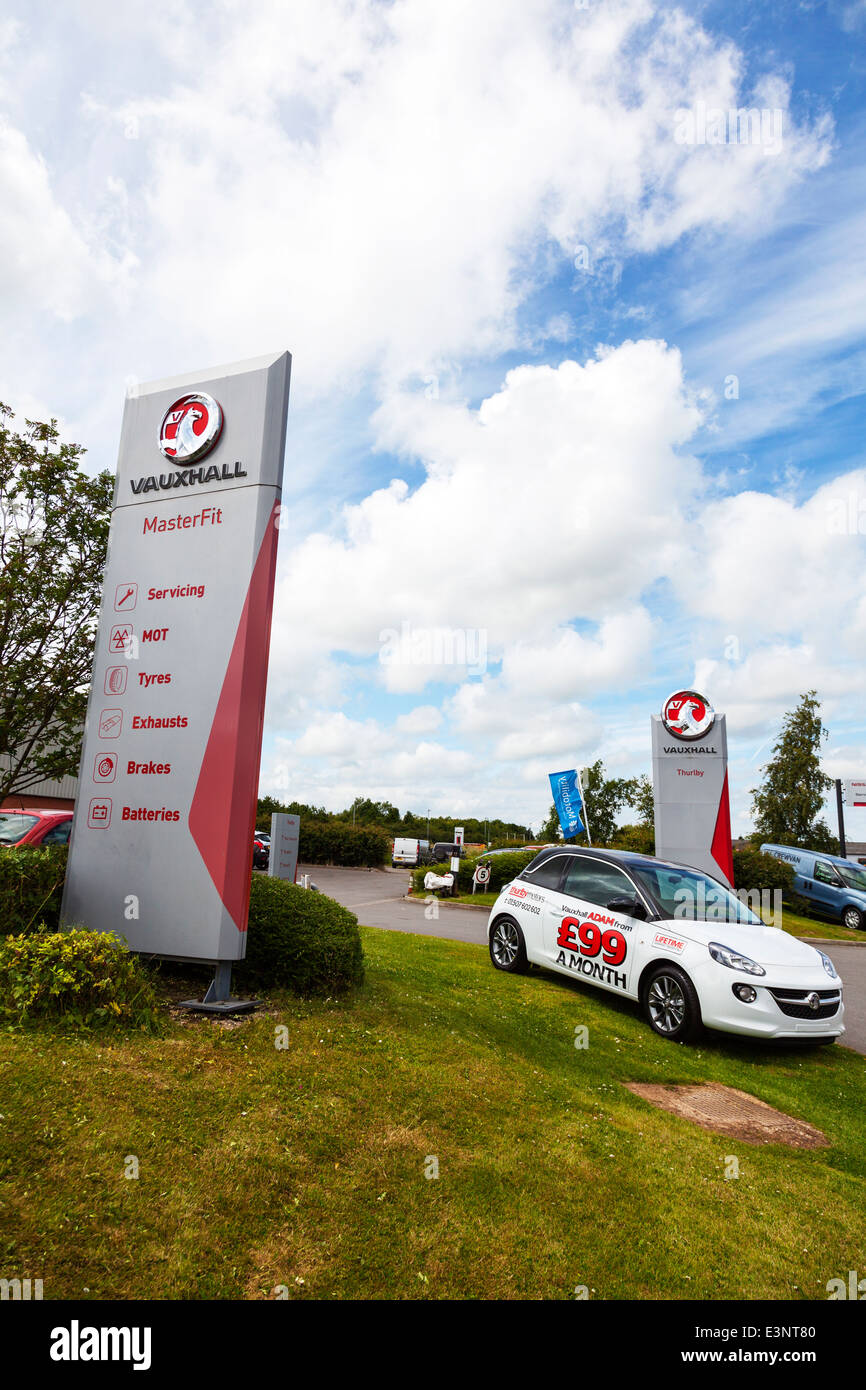 Vauxhall Thurlby motors car garage exterior sign selling sellers new used  vehicles - Stock Image