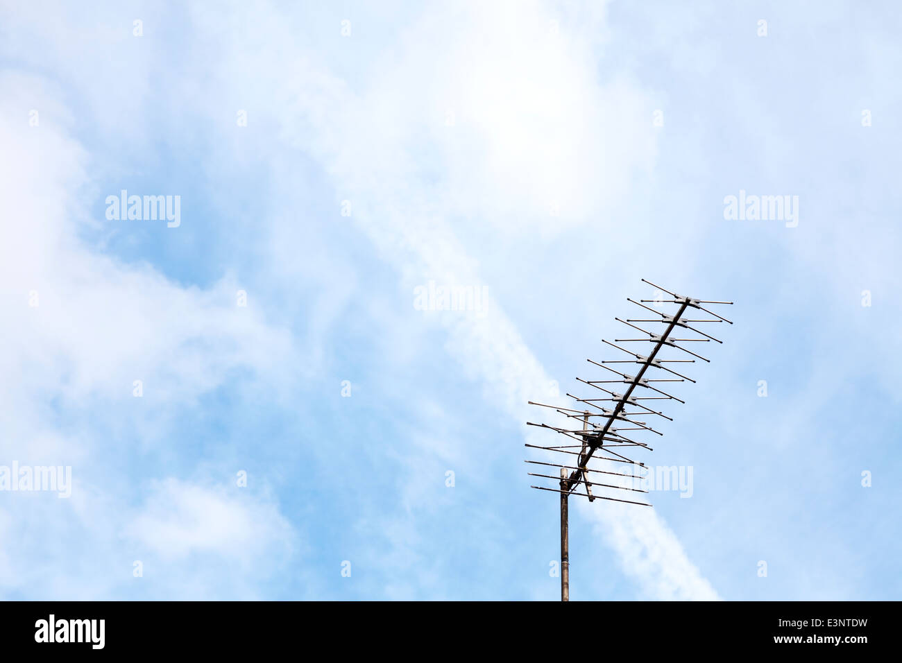 Television tv ariel aerial transmitter receiver copy space sky off set to right - Stock Image